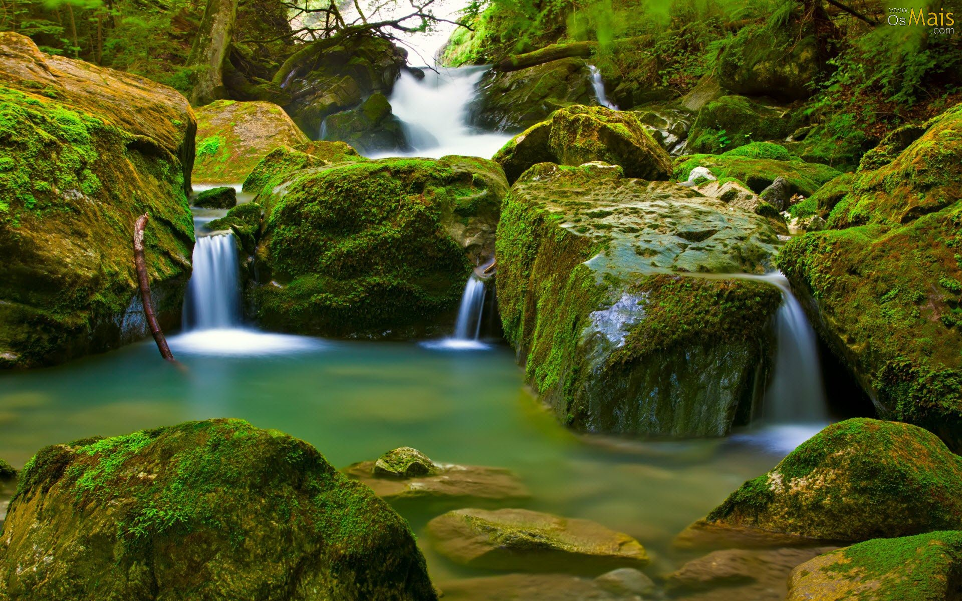 http://www.osmais.com/wallpapers/201207/cachoeira-wallpaper.jpg