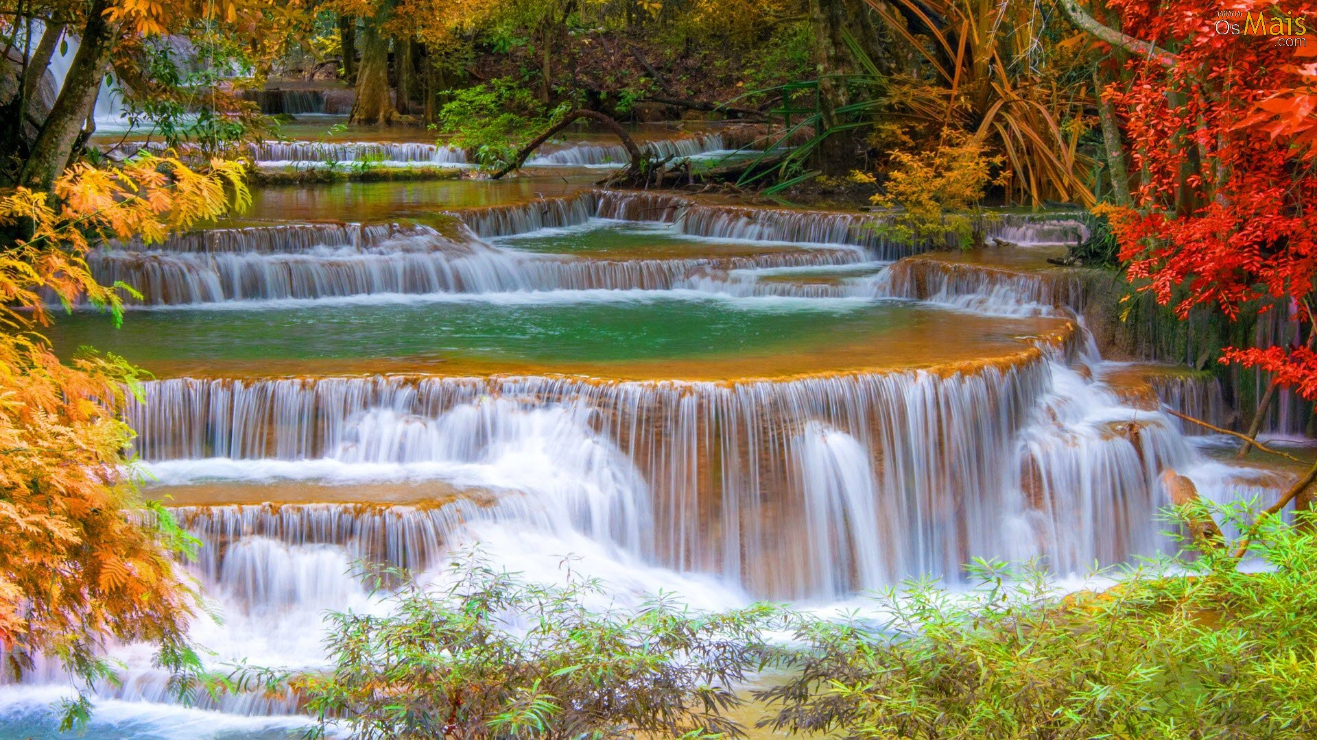 http://www.osmais.com/wallpapers/201508/cachoeira-outono-wallpaper.jpg
